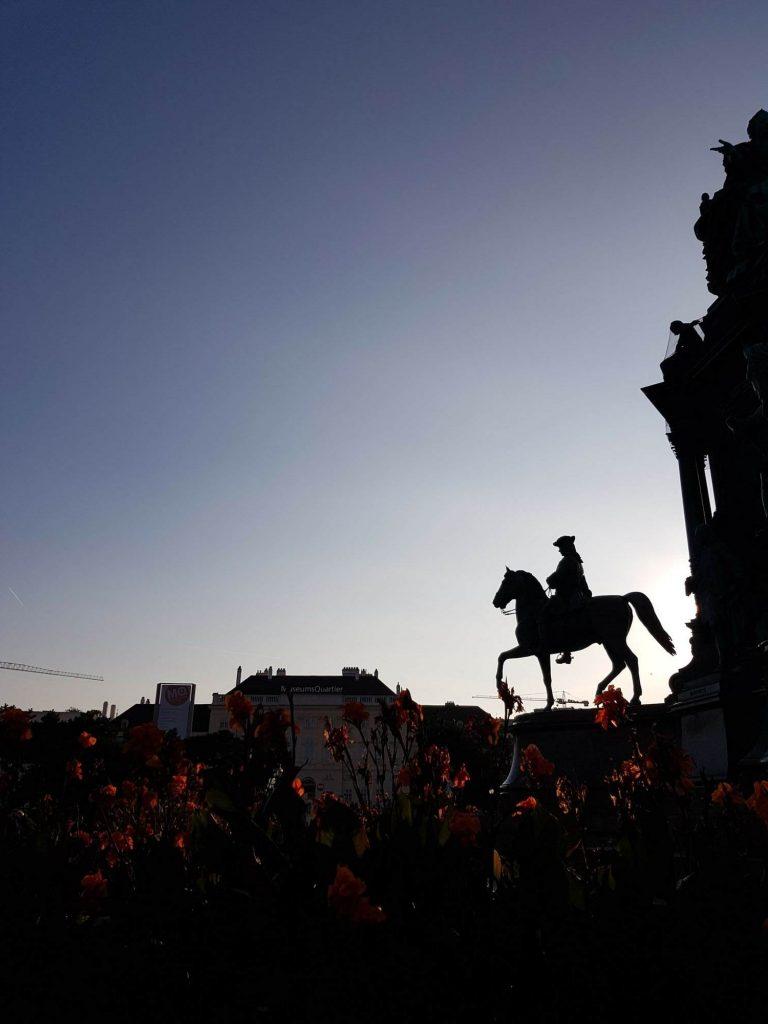 Паметник на конник по залез, Виена