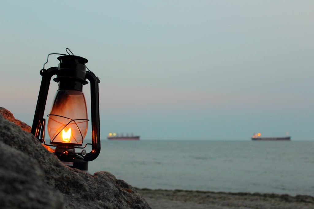 lantern-by-the-sea-valstyle