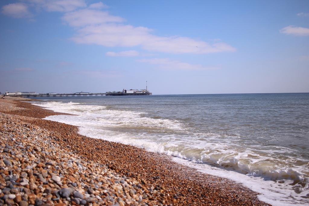 Най-известният каменист плаж Palace Pier Beach в Брайтън, valstyle photography