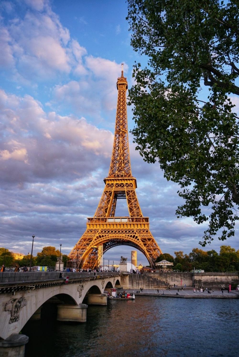 Айфеловата Кула и река Сена