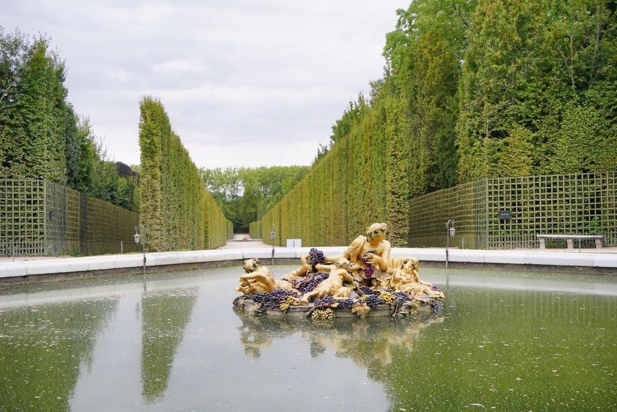 Един от фонтаните в градините на Версай