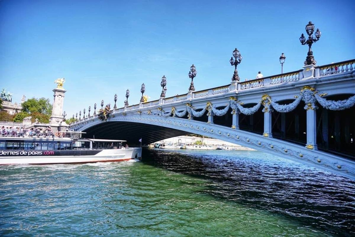 Мост на река Сена