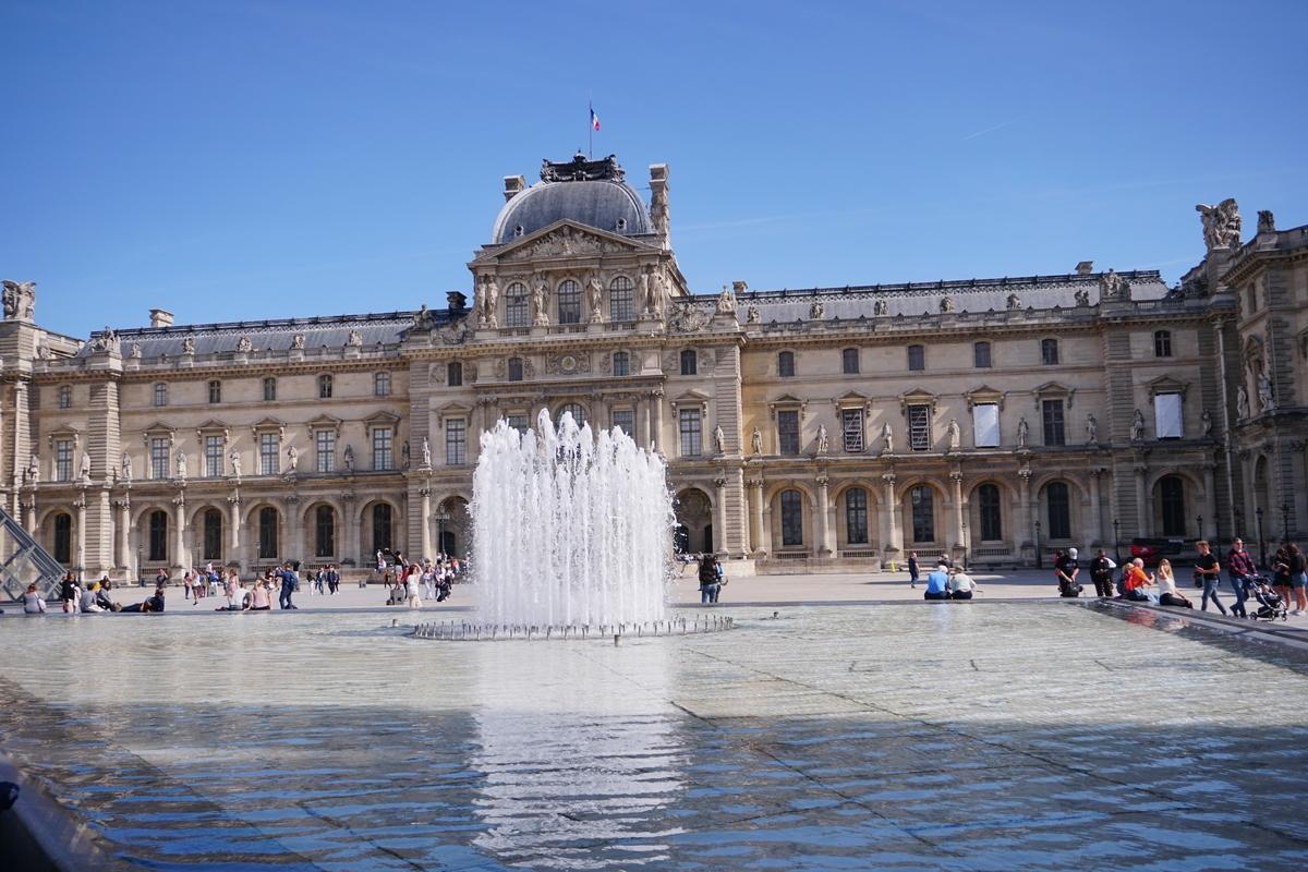 Фонтаните пред Лувъра