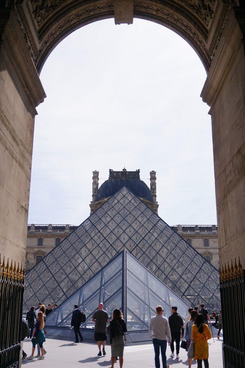Стъклената пирамида, Лувъра