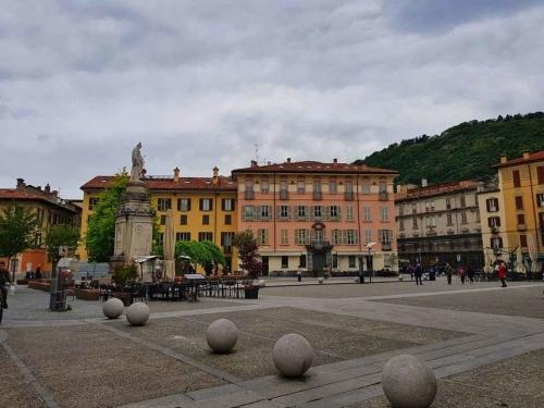 Главният площад в Комо, Италия