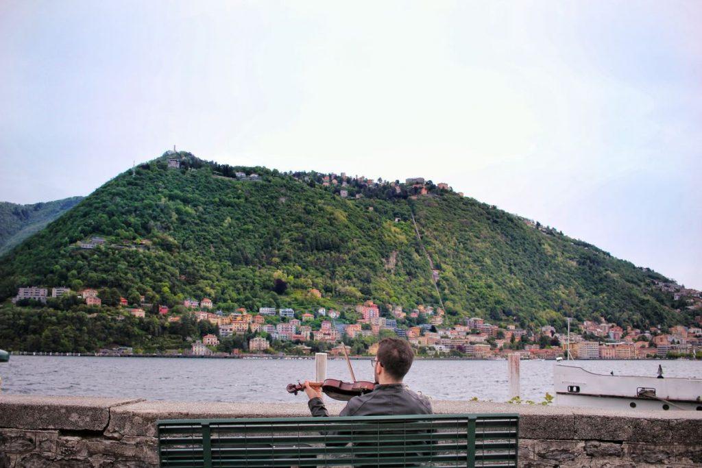 Езерото Комо и един непознат музикант за романтика...