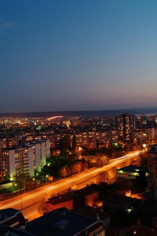 Светлините на града след залез