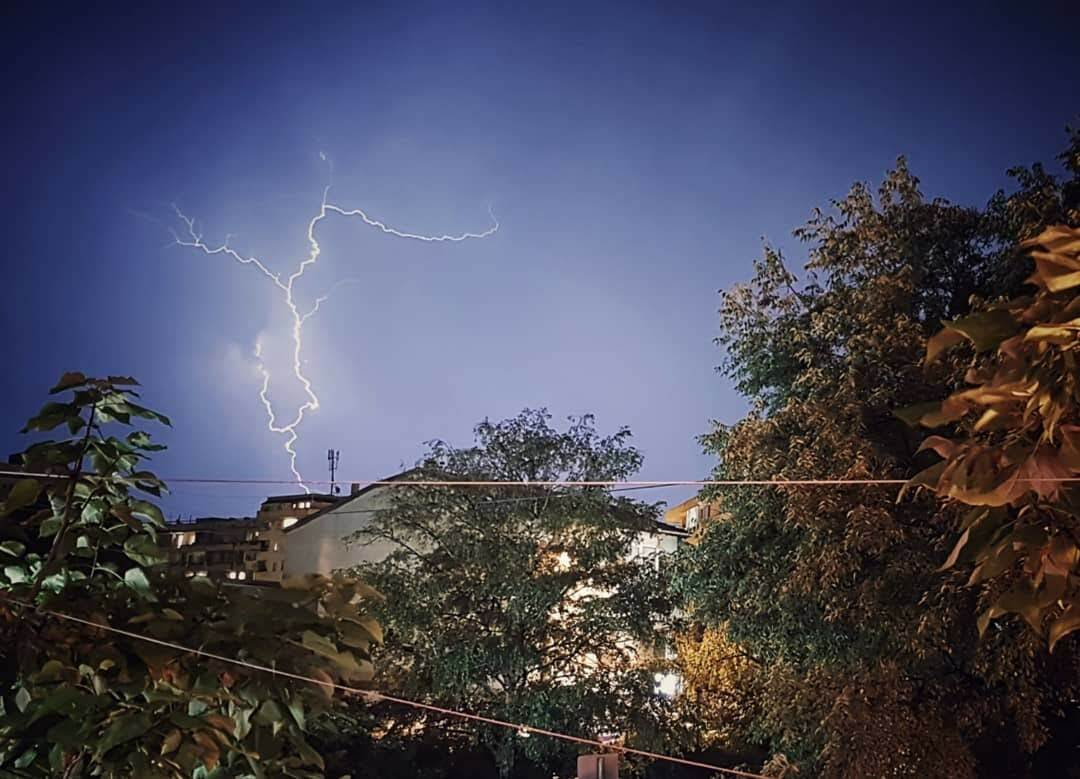 Светкавица, снимана от балкона
